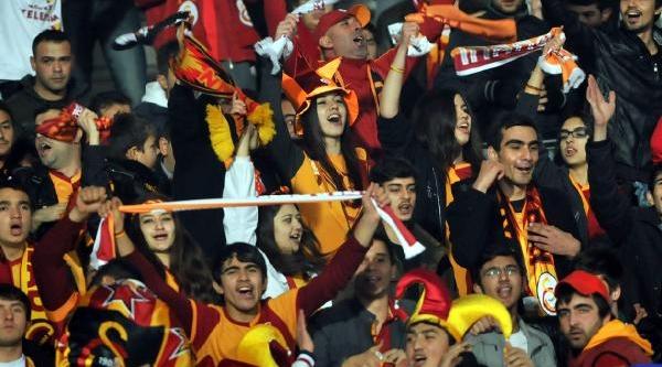 Galatasaray - Ajax  Maçi Fotoğraflari