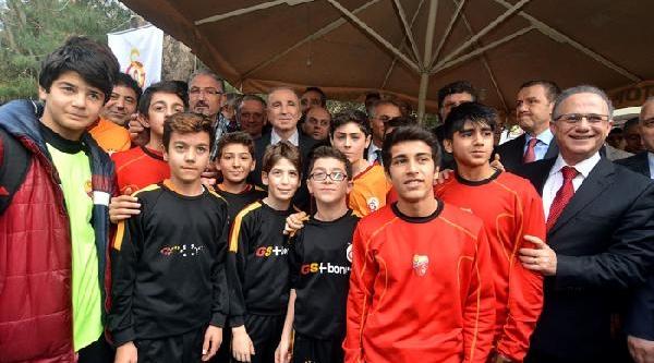 Galatasaray Başkani Aysal, Maltepe Galatasaraylilar Derneği'nin Açilişini Yapti