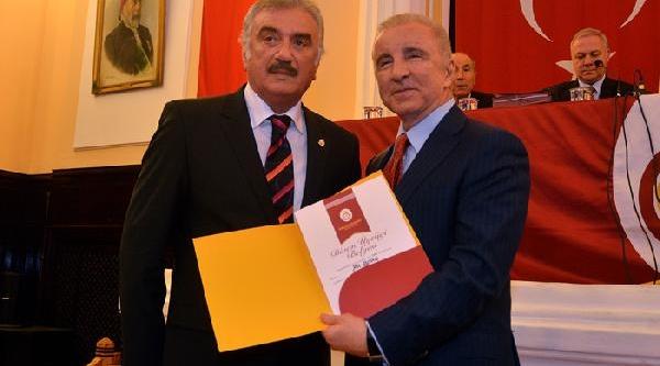 Galatasaray Kulübü'nde Divan Üyeliğine Hak Kazanan 144 Üye Beratlarini Aldi