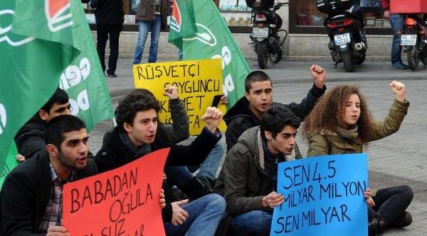 Galatasaray'Da Ayakkabi Kutulu Protesto