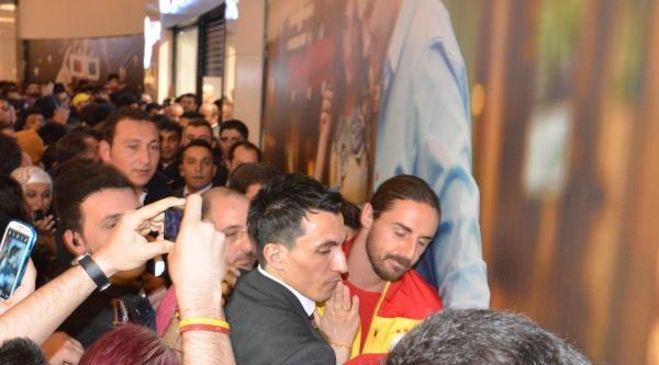 Galatasaray'ın Konya'daki İmza Gününde İzdiham