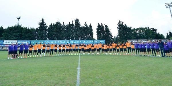 Galatasaraylı Futbolculardan Koyuncu İçin Saygı Duruşu
