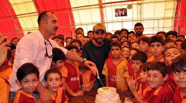 Galatasaraylı Selçuk İnan'a Pastalı Karşılama