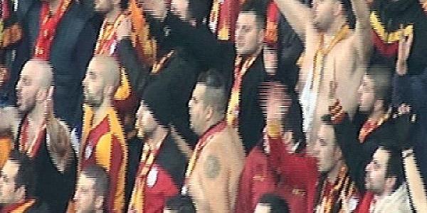 Galatasarayli Taraftarlar Arasinda Kavga