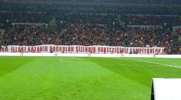 Galatasarayli Taraftarlardan Dikkat Çeken Pankartlar