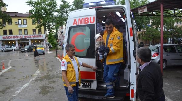 Gardıroptan Düşen 4 Yaşındaki Mehmet Yaralandı