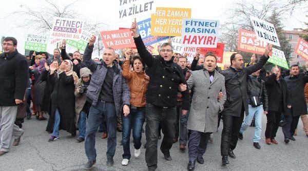 Gazete Önünde Erdoğan'a Destek Gösterisi