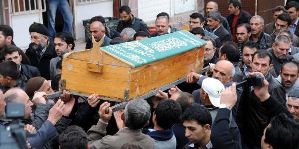 Gazeteci Hasdemir Son Yolculuğuna Uğurlandi