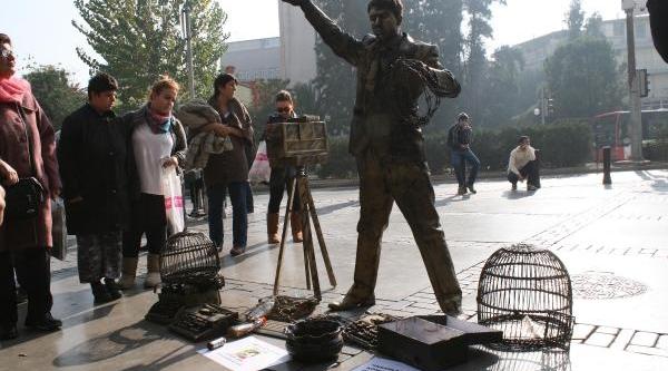 Gazeteciler Günü'nde Canli Heykel Gösterisi