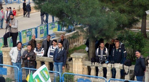 Gazeteciler, Polisi Protesto İçin Hüda Par Mitingini İzlemedi