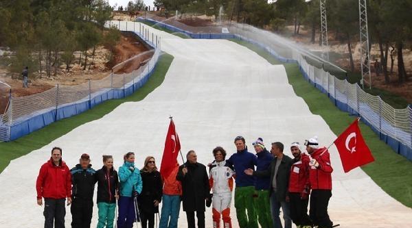 Gaziantep'e 240 M Uzunluğunda Sentetik Çim Kayak Pisti