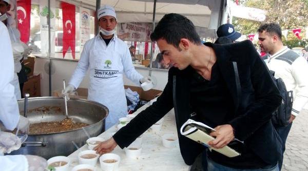 Gaziantep'te 10 Bin Kişiye Aşure Ikrami