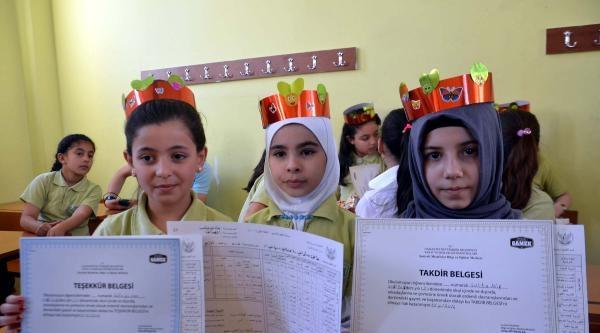Gaziantep'te 1300 Suriyeli Öğrenci Karne Sevinci Yaşadı