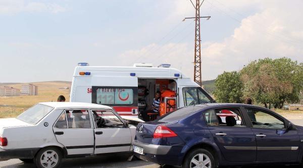 Gaziantep'te 2 Otomobil Çarpişti: 10 Yaralı