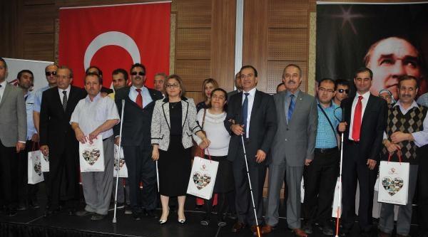 Gaziantep'te 317 Engelliye 'gören Göz' Cihazı Dağıtıldı