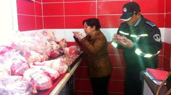 Gaziantep'te Bozuk Etler Köpek Barinağina Gönderildi