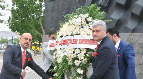 Gaziantep'te Dünya Çiçekçiler Günü'nde Binlerce Çiçek Dağıtıldı