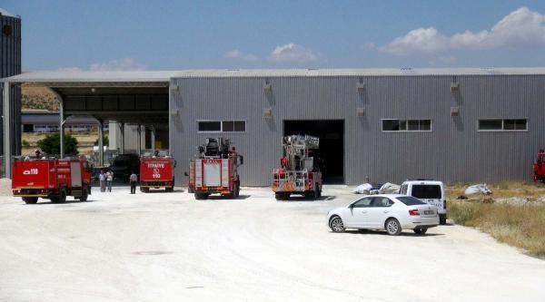 Gaziantep'te Fabrika Yangınını İtfaiye Söndürdü
