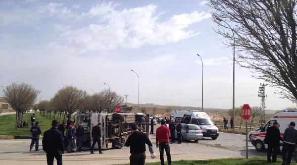 Gaziantep'te İşçi Servisi İle Otomobil Çarpişti: 18 Yaralı (2)