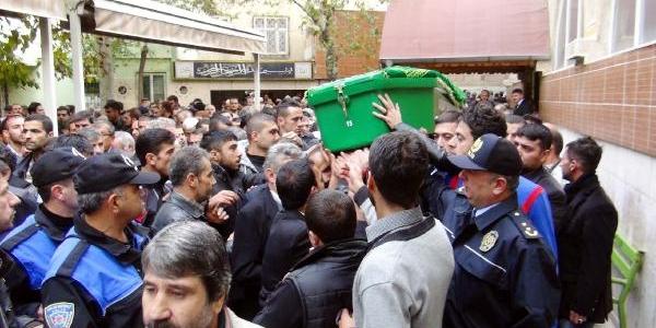 Gaziantep'te Işhanindaki Yanginin Izleri Siliniyor