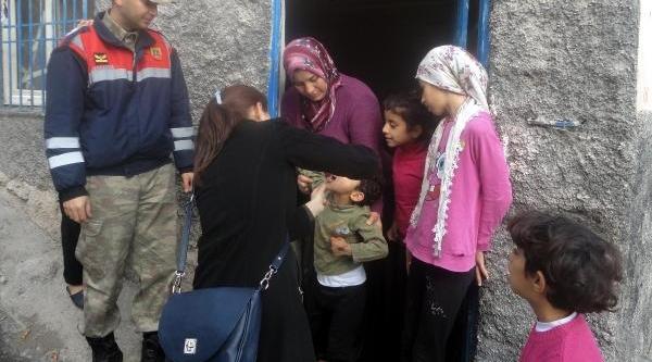 Gaziantep'te Jandarmalar 960 Çocuğa Aşi Yapti