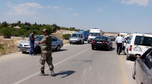 Gaziantep'te Kargo Aracı İle Motosiklet Çarpişti: 4 Yaralı
