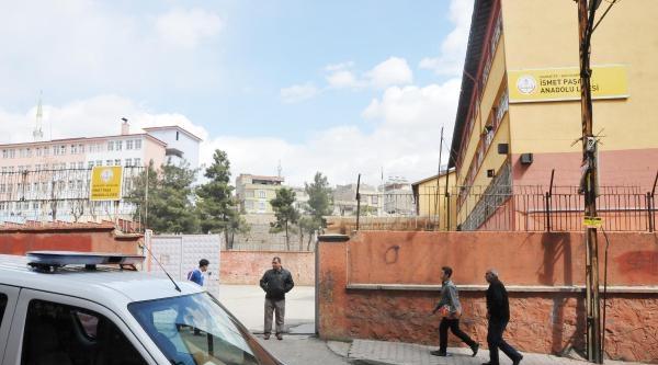 Gaziantep'te Lise Müdürü İle Yardımcısı Bıçaklandı