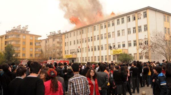 Gaziantep'te Lisede Yangin Paniği