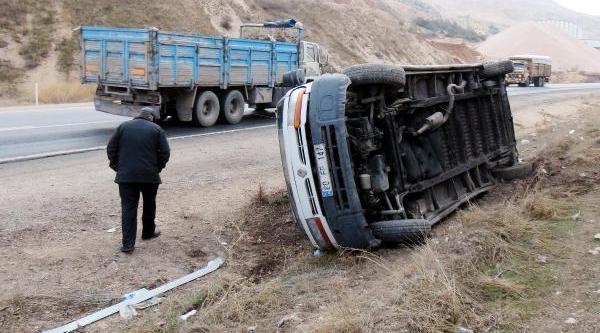 Gaziantep'te Minibüs Devrildi: 8 Yarali