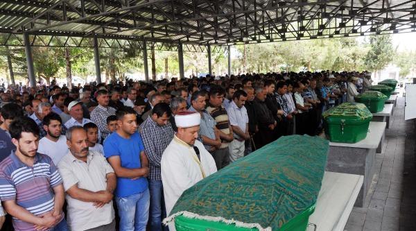 Gaziantep'te Öldürülen Kız Kardeşler Yan Yana Gömüldü