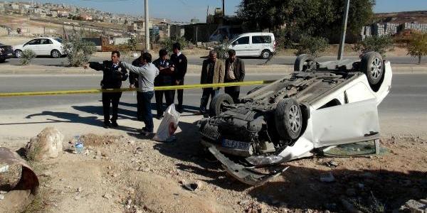 Gaziantep'te Otomobil Devrildi: 2 Yarali