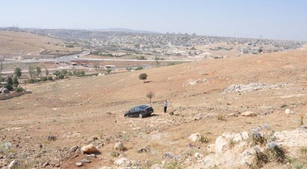 Gaziantep'te Otomobil Devrildi, Sürücü Yaralandı