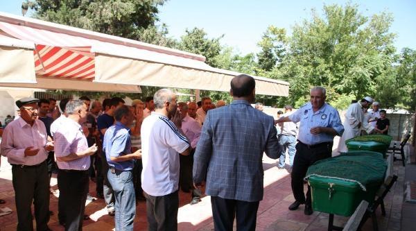 Gaziantep'te Otomobil İle Kamyon Çarpişti: 4 Ölü, 3 Yaralı (2)