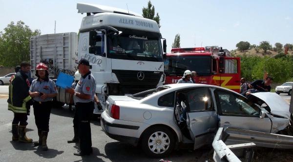 Gaziantep'te Tır Otomobile Çarpti: 1 Ölü 4 Yaralı