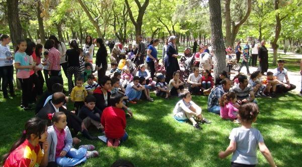 Gaziantep'te Toplu Kitap Okuma Etkinliği