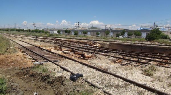Gaziantep'te Yağmur Tren Raylarını Çökertti