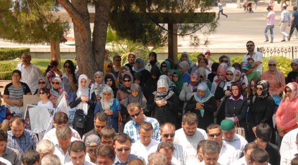 Gazze'de Ölenler İçin Gıyabi Cenaze Namazı Kılındı