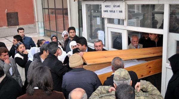 Geçici Köy Korucusu Evinin Önünde Öldürüldü (2)