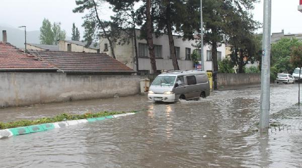 Gemlik'te Aşırı Yağış Su Baskınlarına Neden Oldu