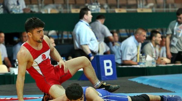 Genç Erkekler Avrupa Güreş Şampiyonasi Başladı