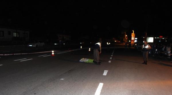 Genç Kadına Çarpip Aracını Bırakıp Kaçtı