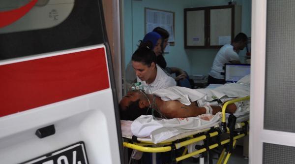 Genç Kız Tartışmada Üvey Ağabeyini Bıçakladı