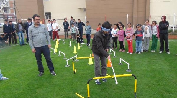 Gençler Gözleri Bağlı Yürüyünce Engellilerle Empati Kurdu