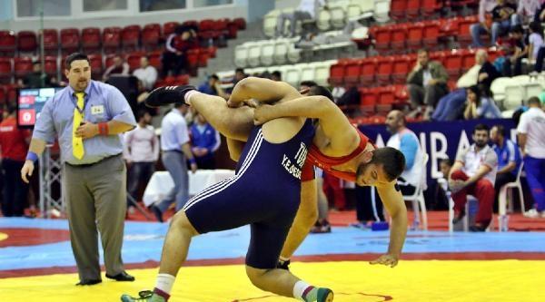 Gençler Güreş Şampiyonasi'nda Türkiye Üstünlüğü