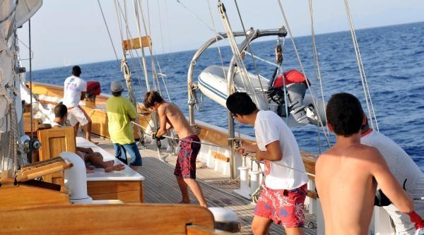 Gençler, Okul Gemisinde Kamp Yaptılar