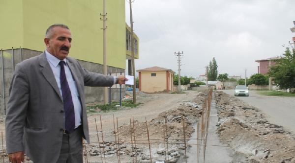 Gençlik Merkezinin Duvarı Yolu Kapattı