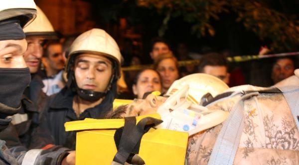Geniş Haber// Fatih'te Eski Bir Binada Çökme: 4 Yaralı