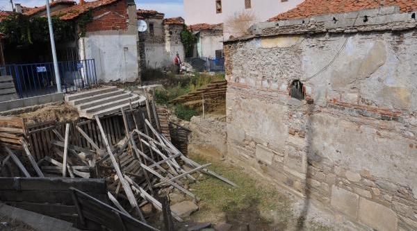 Germiyanoğullari Beylerinden Süleyman Şah'In Türbesi Kaderine Terkedildi
