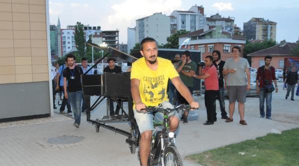 Gezi İçin Taksim'de Piyano Çalan Davide Martello Eskişehir'de Soma İçin Konser Verdi