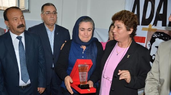 Gezi Olaylarında Ölen 3 Gencin Annesi 'yılın Annesi' Seçildi